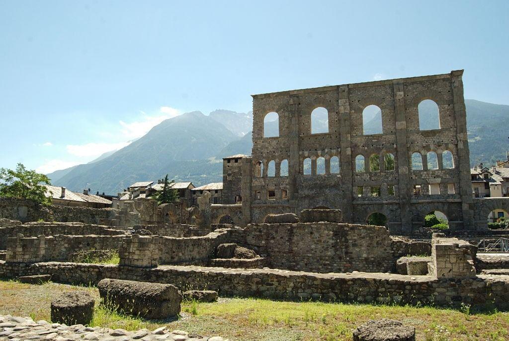 Aosta_teatro_romano_opt