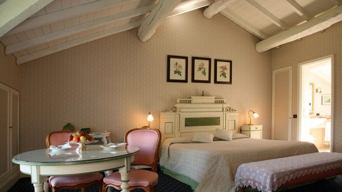 il sole di ranco hotel mit charme lago maggiore lombardie. Black Bedroom Furniture Sets. Home Design Ideas