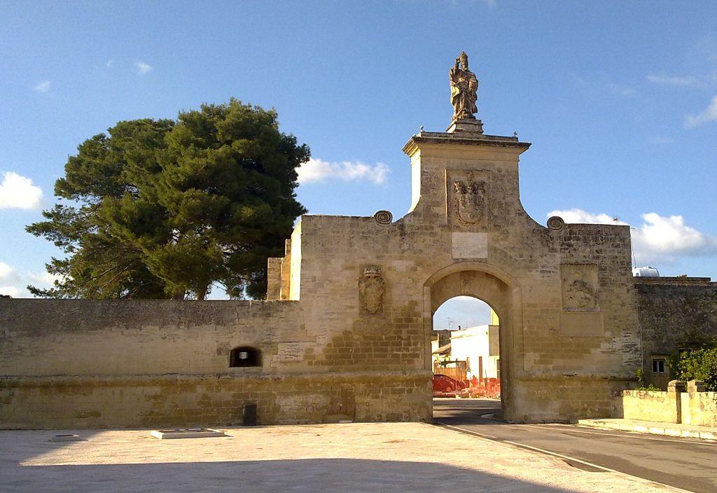 Porta_della_città_fortificata_di_Acaya monacelli_opt