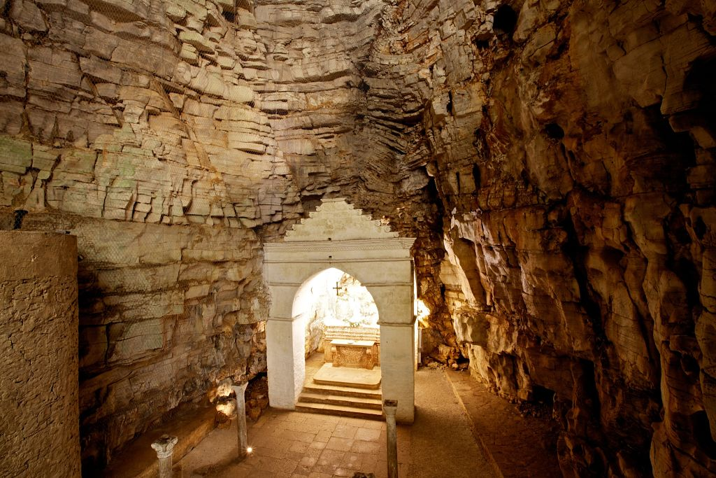 Grotta di San Michele Altare