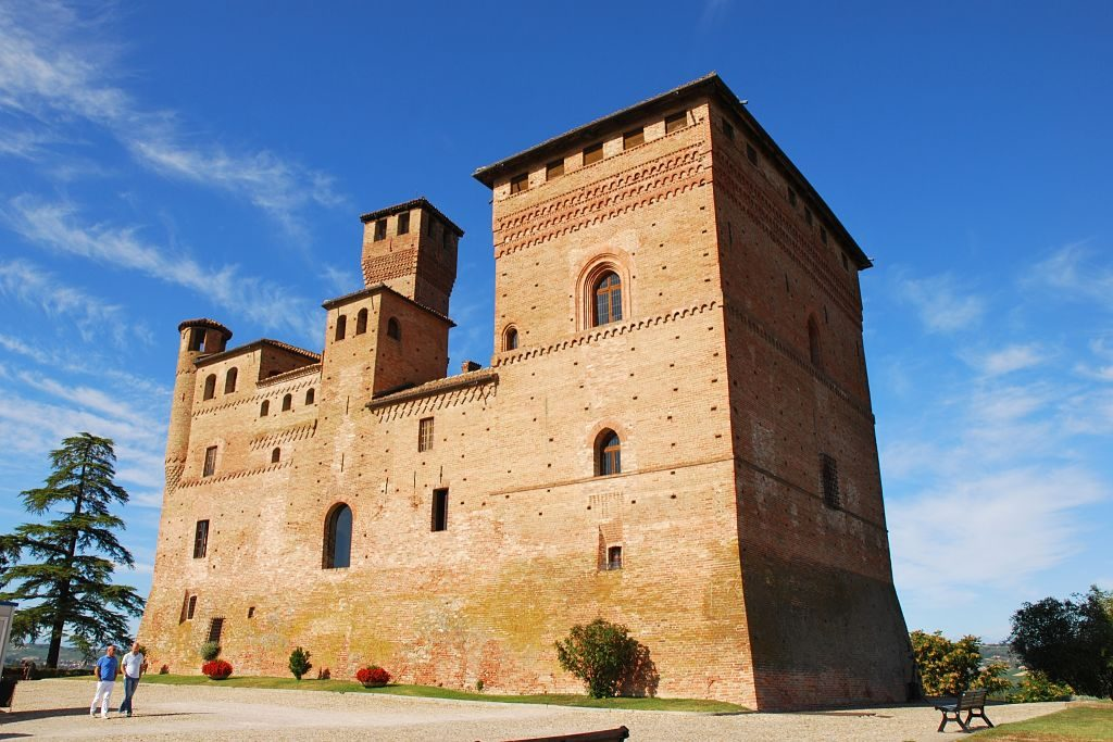 Castello_di_Grinzane_Cavour_opt