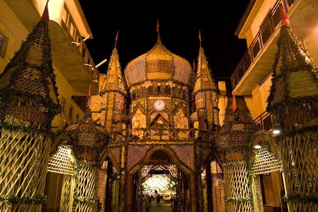 Archi di Pasqua in notturna