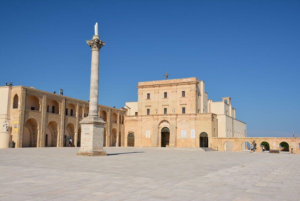 Basilica_di_Santa_Maria_de_Finibus_Terrae_1_opt
