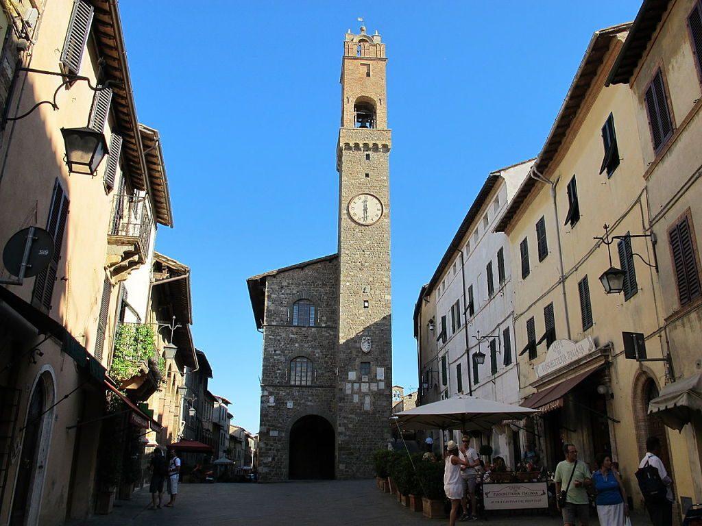 1280px-Montalcino,_piazza_del_popolo_e_palazzo_dei_priori_opt