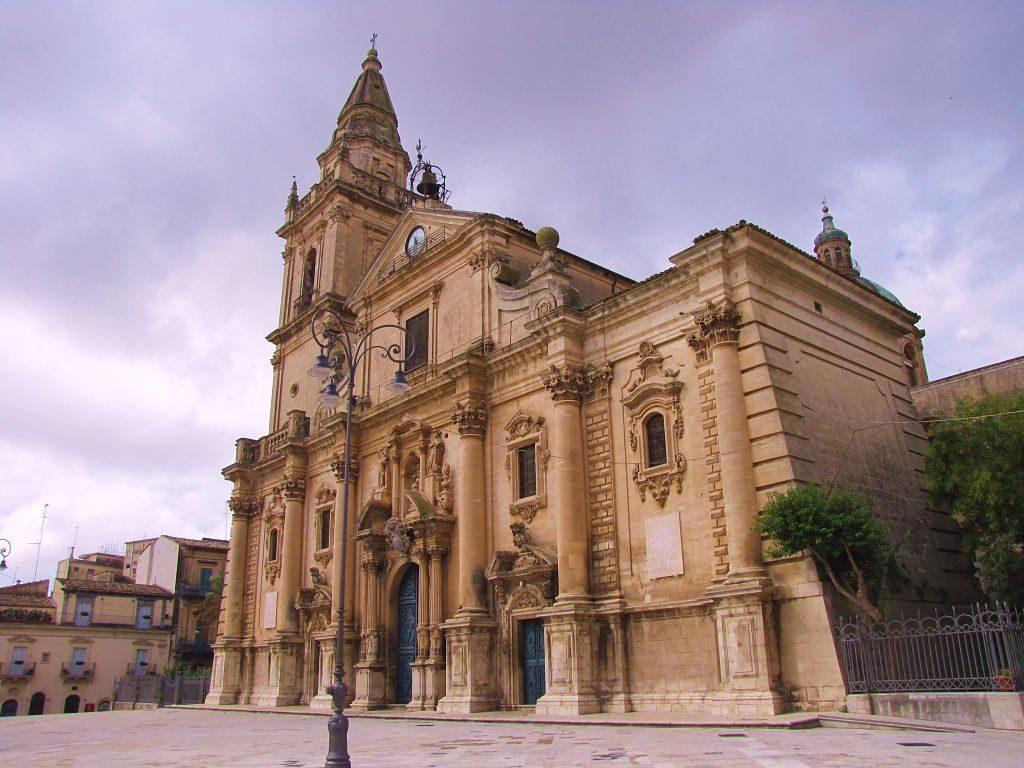 Ragusa-Duomo_San_Giovanni_opt