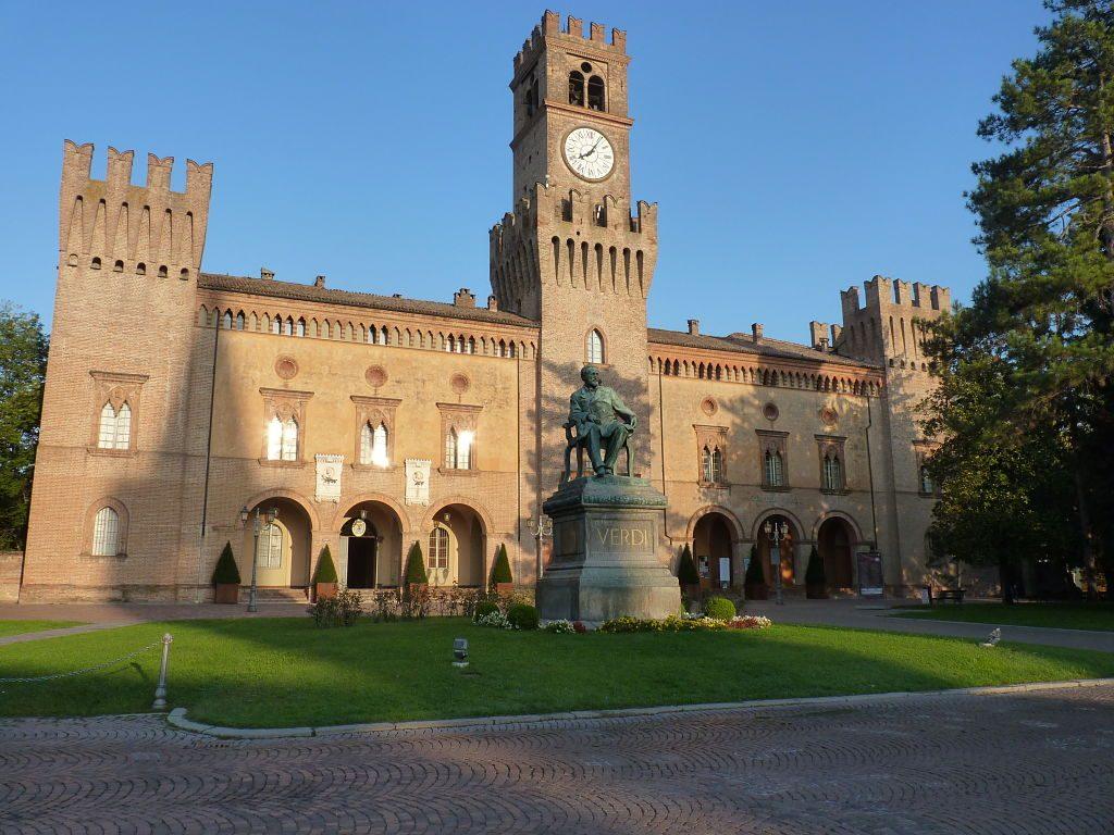 Veduta_di_Rocca_Pallavicino_da_Piazza_Giuseppe_Verdi_-_Busseto_opt