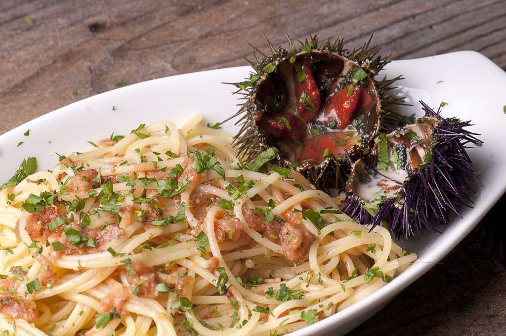 Piatti di pesce e cibo da strada nella cucina di palermo e for Cucina primi piatti di pesce