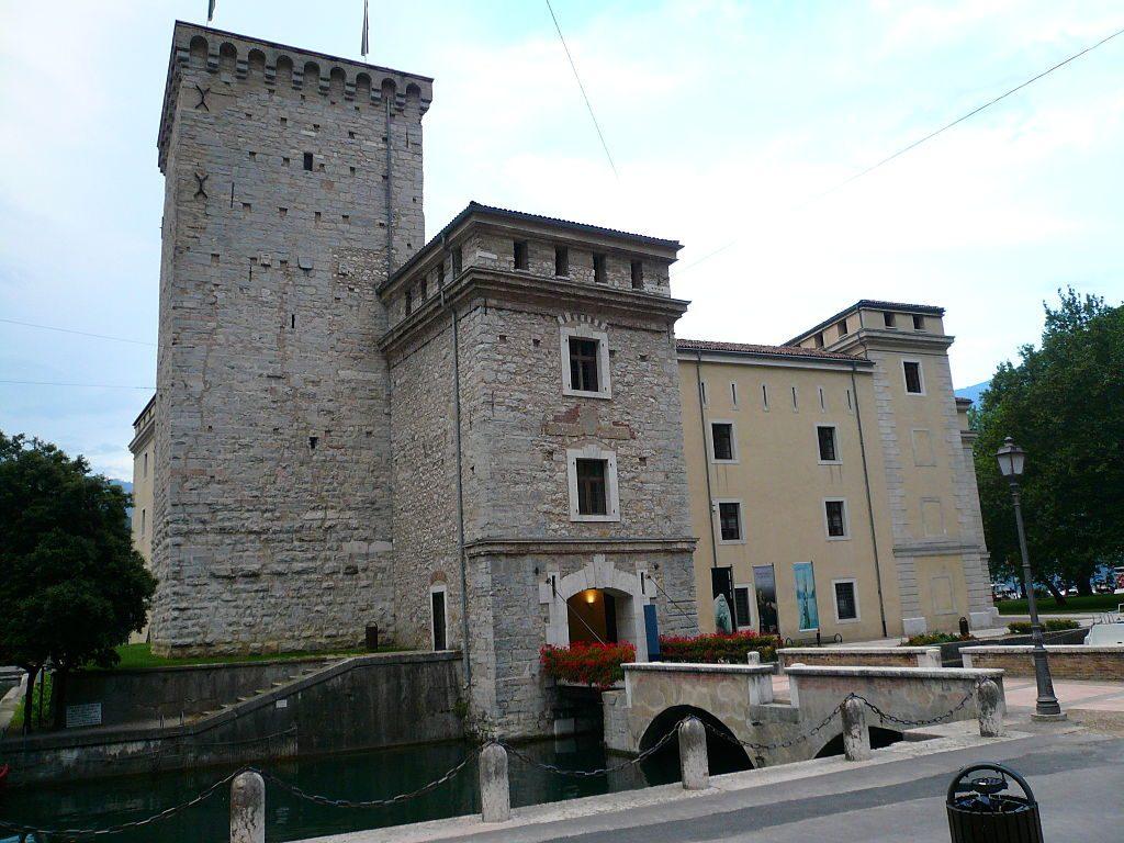 Castel_-_Riva_del_Garda_opt