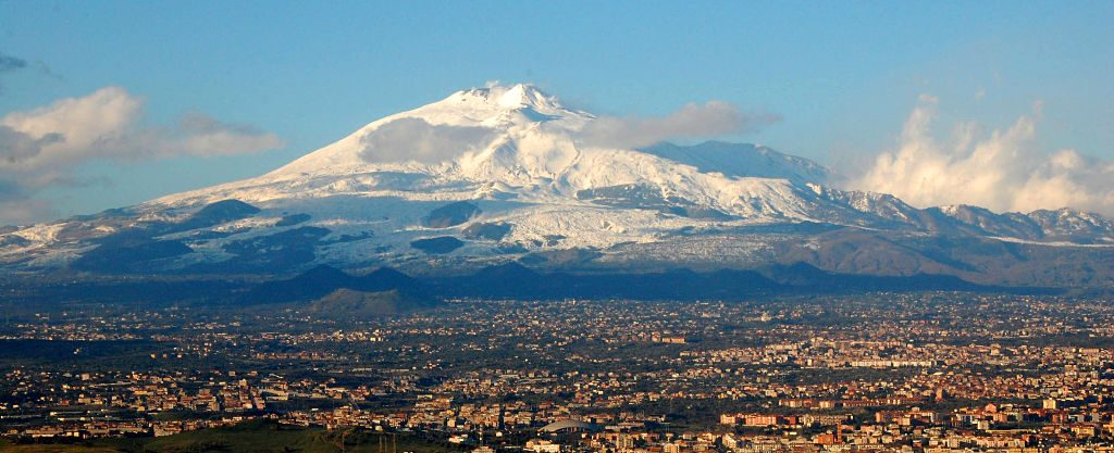 Mt_Etna_and_Catania1_opt
